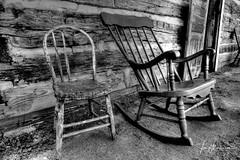 Have a Seat (Tom Mortenson) Tags: chairs monochrome canon digital 1740l blackandwhite bw canoneos weatheredwood canon6d waupacacounty wisconsin symco centralwisconsin midwest usa america americana northamerica rockingchair logcabin woodenchairs geotagged rustic country rural symcowisconsin photomatix building architecture oldbuilding fineart photography nostalgia