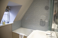 Room 3 bathroom (Adnams) Tags: thecrosskeysaldeburgh crosskeys aldeburgh suffolk pub adnams