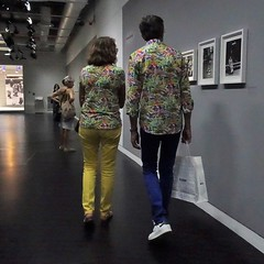 Perfect match (theo_vermeulen) Tags: paris museum beaubourg pompidou weiss couples candid yellow blue inside photography