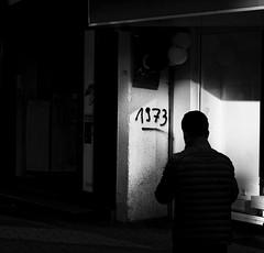 1973 (Guido Klumpe) Tags: 1973 minimal mann men kontrast contrast gegenlicht shadow schatten silhouette gebäude architecture architektur building perspektive perspective candid street streetphotographer streetphotography strase hannover hanover germany deutschland city stadt streetphotographde unposed streetshot