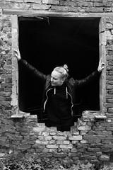 Marie # 10 (just.Luc) Tags: lgbt vrouw femme frau donna mujer woman portret portrait ritratto retrato porträt bn nb zw monochroom monotone monochrome bw belgië belgien belgique belgium belgica