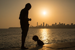 Silhouettes, Down by the Sea, Mumbai (Geraint Rowland Photography) Tags: shadows light lightandshadowsinphotography golden goldenlight lightinphotography silhouettes howtotakesilhouettephotography marinedrivesummer heat children siblings love city mumbai india southasia travelportraits