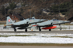 J-3038, Northrop F-5E Tiger II Swiss Air Force @ Meiringen LSMM (2) (LaKi-photography) Tags: flugzeug jet plane avion fighter aircraft airport airbase aeroporto aeropuerto flughafen flugplatz luftwaffe airforce forcaaerea havalimanı havakuvvetleri northrop f5 tiger jagdflugzeug luftfahrt aviation aviación aviaciónmilitar military militär canon spotting самолет 航空機 аэропорт 空港 エアフォース ввс военновоздушные силы schweiz suisse switzerland swissairforce meiringen lsmm