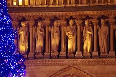 156 Paris décembre 2018 - le Sapin devant Notre-Dame de Paris (paspog) Tags: paris france hiver winter décembre december dezember 2018 sapin notredamedeparis cathédralenotredamedeparis cathédrale cathedral kathedral dom