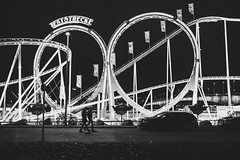 Teststrecke (Zesk MF) Tags: bw black white zesk cologne x100f fuji street candid walking night nachts fair rummel rollercoaster