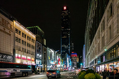On 37th Street (Jocey K) Tags: empirestatebuilding sonydscrx100m6 triptocanadaandnewyork architecture buildings evening illumination macy street people shadows newyorkcity