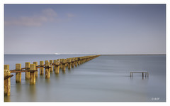 East Beach (robert.french57 French Images) Tags: east beach shoeburyness shoebury l424 rjf 6 15 f18 200 sec 59mm long exposure sea blue