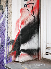 Die Ecke. / 01.02.2019 (ben.kaden) Tags: berlin friedrichshain mainzerstrase rot schwarz 2019 01022019