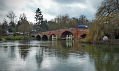 Sonning Bridge (Andrew Gustar) Tags: thamespath sonning bridge brick reflection river