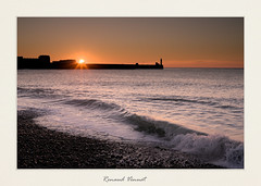 Sunset (Sivispacem...) Tags: sea sunset mers les bains coucher soleil soirée evening colors sky ocean phare lighthouse zeiss loxia250 sony alpha a7ii landscape paysage