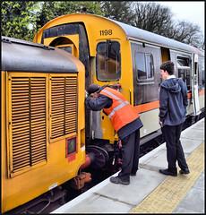 Uncoupling (R~P~M) Tags: train railway diesel locomotive emu multipleunit 411 3cep 37 princesrisborough chinnorandprincesrisboroughrailway bucks buckinghamshire england uk unitedkingdom greatbritain