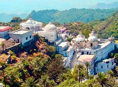 Achalgarh Fort. (hummingbirdresorts) Tags: hummingbirdresort mountabu sunsetpoint loverspoint peacepark suicidepoint nakkilake gurushikhar toadrock honeymoonpoint achalgarh aravalimountains achalgarhfort delwaratemple shankarmath adhardevitemple adhardevi universalpeacehall arbudatemple caveofkingbharthri brahmakumarismountabu mountabugurushikhar mountabuomshanti mountabuwildlifesanctuary mountabunationalpark abusightseeing mountabugaumukh adventureparkmountabu rappelling trekkinginmountabu