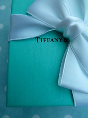 Little Boxes (daisyglade) Tags: box giftwrapped ribbon bow tiffanyco green