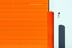 ORANGE IS TH NEW BLACK (rolleckphotographie) Tags: architecture abstract sony zeiss minimal minimalism simplicity urban facade