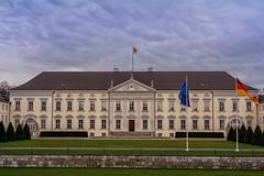 Schloss Bellevue (Jutta Achrainer) Tags: achrainerjutta berlin fe24105mmf4goss sonyalpha7riii schlossbellevue bundespräsident wolken