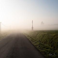 Croix et brouillard