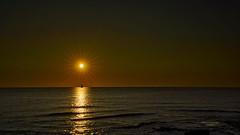 Marcando el rumbo (Fotgrafo-robby25) Tags: alicante amanecer costablanca marmediterráneo rocas sol sonyilce7rm3 veleros