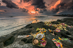Hindu Ceremony (©Helminadia Ranford) Tags: hindu ceremony echobeach bali sunset rock flowers nature indonesia asia religion light seascape helminadiaphotography