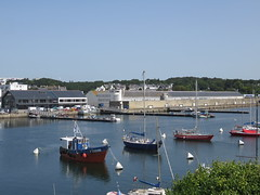 Concarneau. The fishing port. (Traveling with Simone) Tags: concarneau bretagne brittany finistère france port fishing pêche boats bateaux voiliers sailboats water eau harbour harbor moros embouchure thon tuna processing plant fleuve