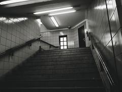 2019-04-13-180509_bw (Schmidtze) Tags: architektur ausflug bahnhof berlin berlinfriedrichshainkreuzberg blackandwhite building einfarbig gebäude kreuzberg olympusepl9 olympusm918mmf4056 railwaystation schwarzweis stadt stair staircase treppe ubahnhof ubahnhofschlesischestor deutschland