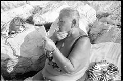 (She Got The Look) (Robbie McIntosh) Tags: leicamp leica mp rangefinder streetphotography 35mm film pellicola analog analogue negative leicam analogico blackandwhite bw biancoenero bn monochrome argentique dyi selfdeveloped filmisnotdead autaut candid strangers leicasummicron35mmf2iv summicron35mmf2iv summicron seaside mappatellabeach rocks lidomappatella kodaktmax100 rodinal tmax100