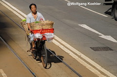A market needs delivery:- China (elbigote1946) Tags: tramtracks road bicycle market hkg delivering