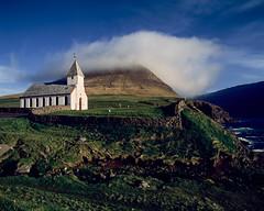 Viðareiði Kirkja (JaZ99wro) Tags: exif4film faroe blue provia100f e6 opticfilm120 tetenal3bathkit church plustekopticfilm120 pentax67ii film analog f0368 clouds