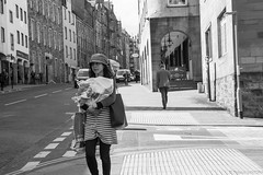 Edimbourg - Avril 2018 (Maestr!0_0!) Tags: street rue noir blanc ecosse scotland edimbourg edinburgh black white candid