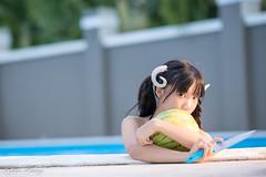 DSC_9873 (Robin Huang 35) Tags: 陳采采 沙巴 sabah 馬來西亞 malaysia 亞庇 游泳池 泳池 pool 飯店 hotel 泳裝 比基尼 bikini 西瓜 watermelon 遊拍 人像 portrait lady girl nikon d850 亞庇縣 my