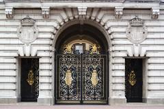 Her Majesty's Gate [1633] (my.travels) Tags: gate palace door buckingham london england greatbritain unitedkingdom samsung nx2000 majesty queen travel gb