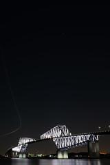 L1100991 (Zengame) Tags: leica leicasl leicasltyp601 sl summilux summiluxsl50mmf14asph wakasukaihinpark architecture bridge illuminated illumination japan landmark tokyo tokyobay tokyogatebridge typ601 waksu ゲートブリッジ ズミルックス ズミルックスsl ライカ 日本 東京 東京ゲートブリッジ 東京湾 橋 若洲 若洲海浜公園 東京都 jp