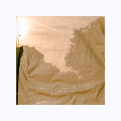 Froissé (hélène chantemerle) Tags: paysage reflet fenêtre papier ville cité urbain landscape urban reflection window paper town city orange