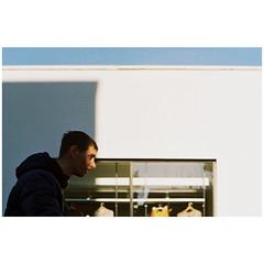 Tip (SJOOT.ME) Tags: streetphotography filmphotography filmisalive filmisnotdead ishootfilm staybrokeshootfilm 35mm analog analogue contax contaxrts rts slr zeiss planar 50mm manual prime sjootme nl ektachrome