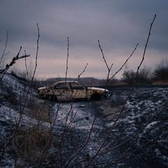 fin de vie... (objet introuvable) Tags: winter hiver colors couleurs nature voiture car abandonned abandon square carré