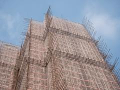 La vie en rose II (tetedelart1855) Tags: batiment chine hongkong hk bambou échafaudage buildings rose construction art architecture china travel pink urban sky