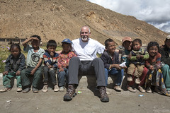 Alan with school friends (Jamie @project-himalaya.com) Tags: projecthimalaya 2007 2007shishapangma 2007shishapangmaexpedition canoneos5d ef1635mmf28lusm alanarnette copyrightjamiemcguinness httpprojecthimalayacom shishapangma xizangtibet china