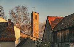 Dechsendorf, Kirchturm und Scheune 2796 (Peter Goll thx for +11.000.000 views) Tags: kirchturm kirche 2019 dechsendorf erlangen bayern deutschland de scheune church birke baum dorf village