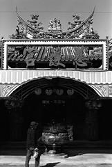 慈護宮_1 (Taiwan's Riccardo) Tags: 2018 135film negative bw fujifilmacros100 plustek8200i taiwan slr canoneos3 canonlens stm ef fixed 50mmf18 台北縣 金山 慈護宮