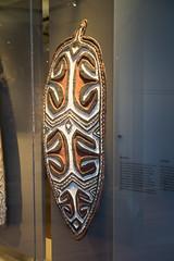 New Guinea war shield (quinet) Tags: 2017 amsterdam antik netherlands tropenmuseum ancien antique museum musée