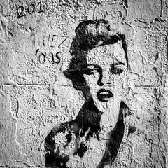 Mural Lady (TablinumCarlson) Tags: europa europe frankreich france marseille sud südfrankreich bouchesdurhône provencealpescôte d'azur provence côte golfe du lion leurope méditerranée mediterranean mittelmeer leica tür door gate eingang portal entry street photography plaine la grafitti streetart mural m240 summicron m 90mm lady woman frau girl wall wand murallady facade fassade
