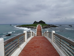 On Sanxiantai bridge (Claire Backhouse) Tags: taiwan sanxiantai bridge landscape horizon island ocean water sky clouds waves
