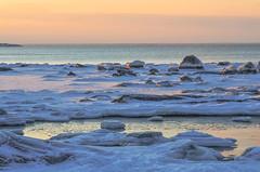 Seaside (RdeUppsala) Tags: ice invierno is coast costa kust sverige suecia sweden sea seaside mar hielo hav baltic báltico stones stenar rocks rocas orilla uppland fågelsundet ricardofeinstein winter water vinter vatten naturaleza nature natur östersjön