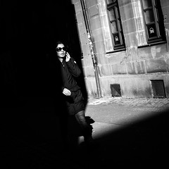 Touched By Light (Sven Hein) Tags: frau menschen leute strasse schwarzweiss strassenfotografie touchedbylight woman sunglasses people street streetlife winter bw blackandwhite candid streetphotography olympus penf