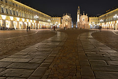 Piazza San Carlo at night (Thomas Roland) Tags: europe travel efterår autumn herbst 2018 nikon d7000 europa city by torino turin tourists tourism tourist italy italia italien rejse piazza san carlo square torv plads night long exposure dark