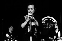 Mathias Koch: drums, percussion / Martin Eberle: trumpet / Niki Dolp: drums, percussion (jazzfoto.at) Tags: sonya77m2 alpha77ii sonyalpha sonyalpha77ii sw bw schwarzweiss blackandwhite blackwhite noirblanc bianconero biancoenero blancoynegro zwartwit pretoebranco jazzit2018 greatjazzvenue greatjazzvenue2018 downbeatgreatjazzvenue salzburg salisburgo salzbourg salzburgo austria autriche jazzsalzburg jazzitmusikclubsalzburg jazzitmusikclub jazzclubsalzburg jazzkellersalzburg jazzclub jazzkeller wwwjazzfotoat jazzfoto jazzfotos jazzphotos markuslackinger jazzlive livejazz konzertfoto concertphoto liveinconcert blitzlos ohneblitz noflash withoutflash concert konzert concerto