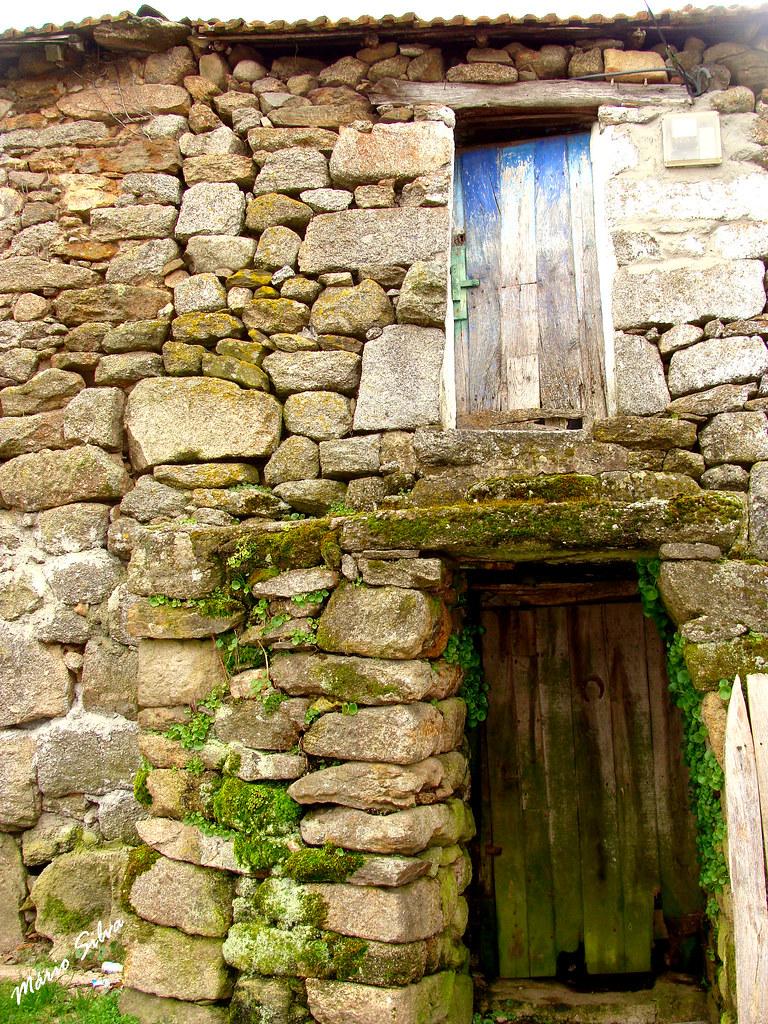 Águas Frias (Chaves) - ... casa tradicional na Aldeia ...