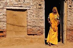India- Rajasthan- Chanod (venturidonatella) Tags: india asia rajasthan chanod street strada streetscene streetlife colori colors nikon nikond300 d300 portrait ritratto portraits ritratti people persone gentes gente donne donna woman women giallo yellow sorriso smile