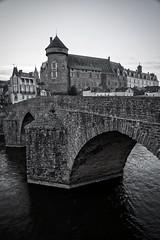 château de Laval (Patrick Doreau) Tags: château vieux old castl pont bridge médiéval ville laval mayenne noir blanc nb bw black white