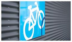 Bicycle parking (leo.roos) Tags: golfplaat corrugatediron bicycle bike fiets fietsenrekken fietsenstalling bicycleparking bikeparking bicyclestorage blue blauw gammadekkershoek denhaag thehague projectionlens projectorlens hugomeyerkinoniiisuperiorf65cm a7rii darosa leoroos meyerkinon65mm meyerkinon65cm sign bord