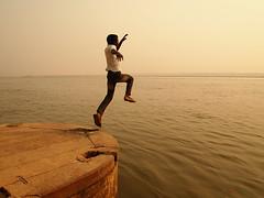 ¡¡Al Agua Patos!! (PoLiTvS) Tags: 2011 2011india1 agua asia digital formatos ganges gente india lugares otros rios varanasi viajes